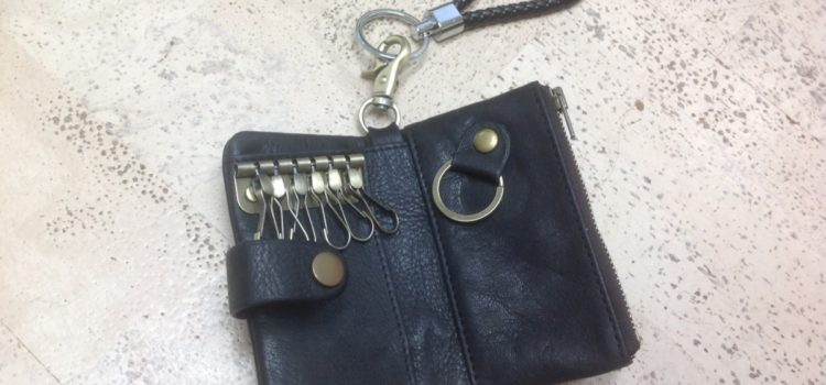 Rezension: Schlüssel Etui Leder Tasche Schlüsseltasche Schlüsselmappe Schlüsselbörse mit Geldfach für Damen & Herren