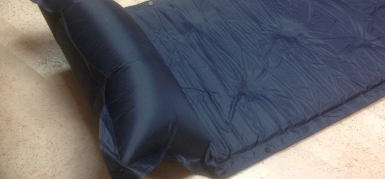 Rezension: Automatische aufblasbare Matte, Camping Luftmatratze, Camping Bett, mit aufblasbaren Kissen befestigt