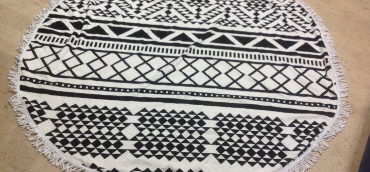 Rezension: Wuiyepo Sommer Runde Roundie Strand Werfen Tapestry Hippie Boho Gypsy Tuch Strandtuch Picknick Decke Schal