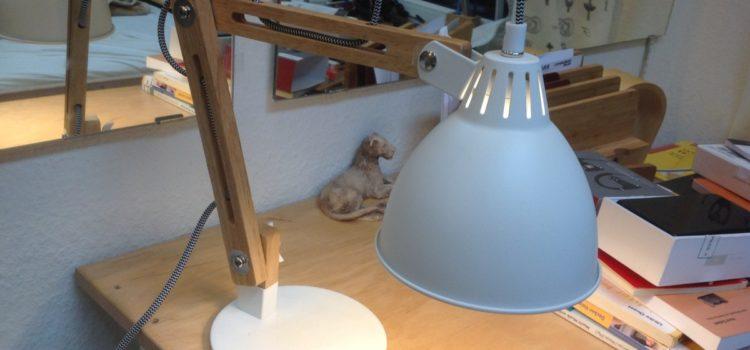 Rezension: Viugreum LED Leselampe Schreibtischlampen mit schwenkbaren Holzarmen