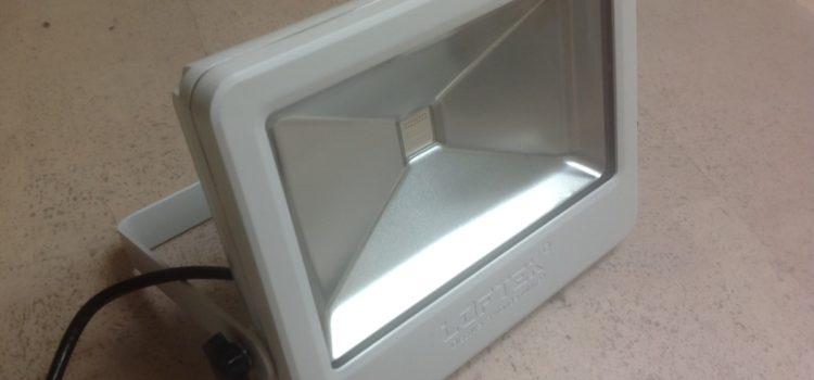 Rezension: LOFTEK ® 50W Wasserdichtes LED Flutlicht, IP66 Scheinwerfer mit Fernbedienung