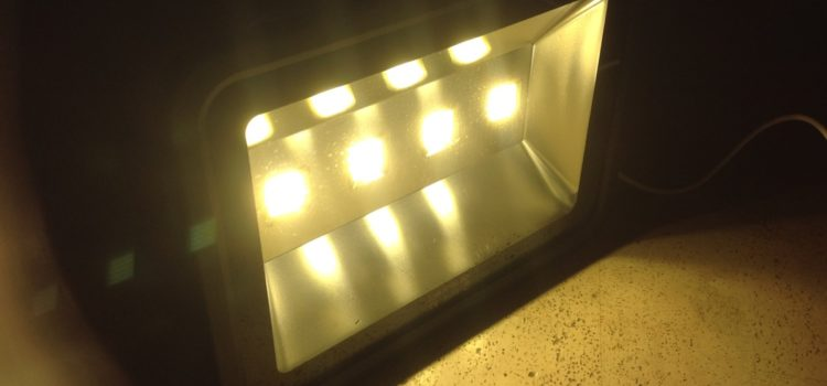 Video-Rezension: 200 Watt LED Flutlicht Wasserdicht IP 65 LAPUTA